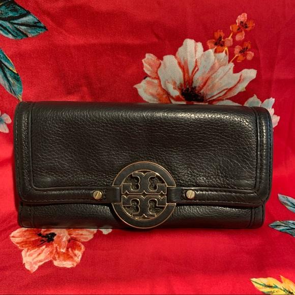 Tory Burch Handbags - Tory Burch Amanda Wallet